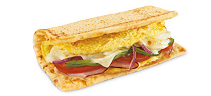 Sendvič se zauzenou šunkou, vejcem a slaninou